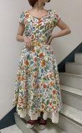 50〜60年代ホワイト×オレンジ×サックスペイント風お花柄ハーフボタンラウンドネック半袖ドレス