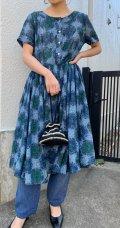 50〜60年代ブルー×グリーン×ブラックペルシャ柄ハーフボタンラウンドネック半袖ドレス