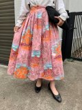 50〜60年代ピンク×サックス×オレンジ風景柄ゴールドペイントフレアスカート