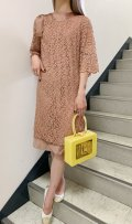50〜60年代ピンクベージュ総レースサテンりぼん付きスカラップフレアスリーブ五分袖スモッグドレス