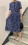 50〜60年代ネイビー×ホワイト手描き風花柄ハーフボタンリボン付きラウンドネック半袖シースルードレス