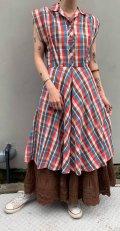 50〜60年代ブラウン×オレンジ×サックスチェック柄開襟ポケット付フレンチスリーブドレス