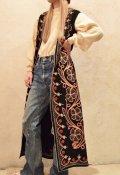 70年代ブラック×オレンジ×ホワイト花刺繍ロングウールベスト