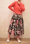 50〜60年代ブラック×ピンク×グレー花モザイクペイントフレアスカート