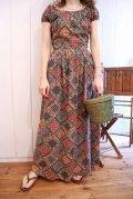 70年代ネイビー×カラフルペイズリー&花パッチワーク柄ギャザーネックパフスリーブ半袖ロングドレス