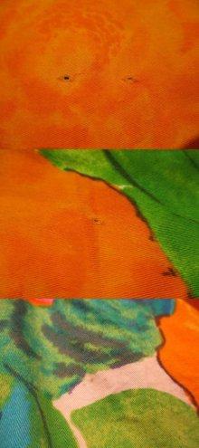 他の写真3: 70年代グリーン×オレンジ×ブルートロピカル花柄裾フリルノースリーブロングドレス
