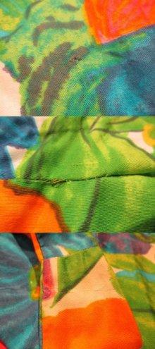 他の写真2: 70年代グリーン×オレンジ×ブルートロピカル花柄裾フリルノースリーブロングドレス