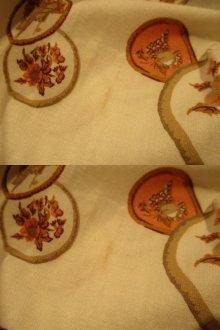 他の写真2: 50〜60年代ホワイト×ペールオレンジ×ブラウン〇&花柄フレアスカート