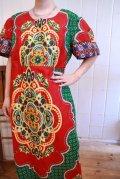 レッド×グリーン×カラフルオリエンタル柄パフスリーブ半袖アフリカンバティックドレス