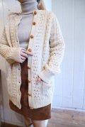アイルランド製生成りアラン編みポケット付きクルーネック長袖フィッシャーマンニットカーディガン