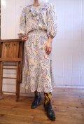 80年代ペールイエロー×カラフルリーフ柄フリル七分袖ドレス