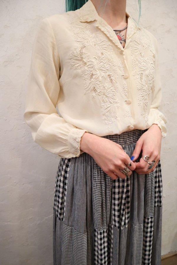 画像2: オフホワイト花刺繍開襟長袖シルクチャイナブラウス
