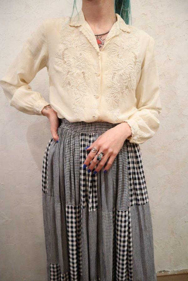 画像1: オフホワイト花刺繍開襟長袖シルクチャイナブラウス
