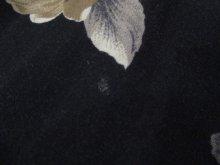 他の写真2: ブラック×ホワイト×グレー花柄ウエストリボン付きクルーネックノースリーブレーヨンドレス