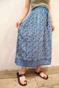 60〜70年代サックスブルー×ホワイト花柄ゴールドスタンプ鈴ヒモ付きインドコットンスカート
