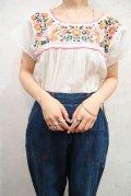 ホワイト×ピンク花刺繍ラウンドネックメキシコ半袖チュニック