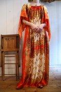 70年代オレンジ×ゴールド×ホワイトオリエンタル柄シャーリング切替ラウンドネックデザインスリーブ半袖スカーフリメイクドレス