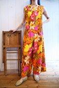 70年代オレンジ×ブラウン×ホワイト花柄クルーネックノースリーブロンパース