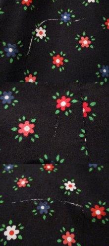 他の写真2: ブラック×レッド×ホワイト花柄ロングスカート