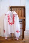 ホワイト×レッドハンガリー刺繍襟付き長袖チュニック